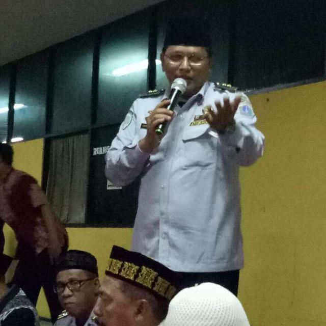 Caption: Emiral Agus Kepala Terminal AKAP memberi sambutan pengajian bulanan (28/12/17)